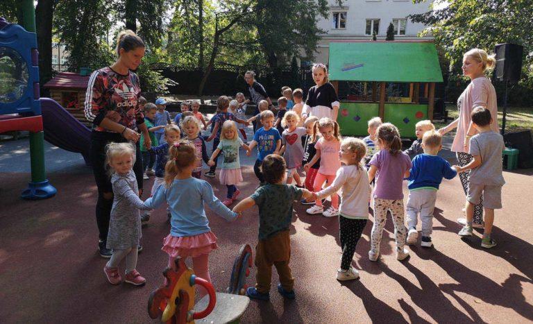 dzieci-na-placu-1
