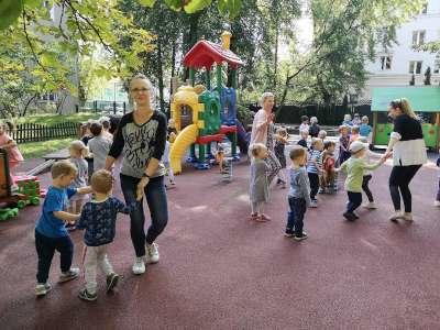 dzieci-na-placu-1-2-min